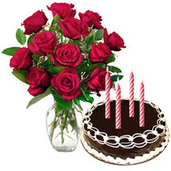 Wonderful Red Roses Bunch with Chocolate Cake