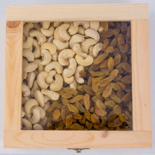 Delectable Cashew n Raisin Gift Box