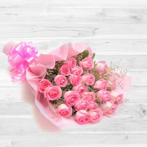 Captivating Pure Expressive Love Bouquet of 30 Peach/Pink Roses