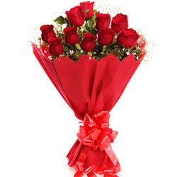 Eye-Catching Red Roses Bunch
