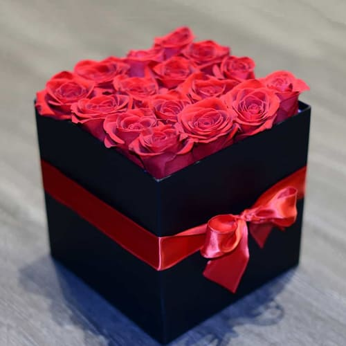 Passionate Pink Roses in Black Cardboard Gift Box