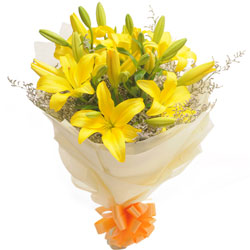 Elegant Bouquet of Yellow Lilies